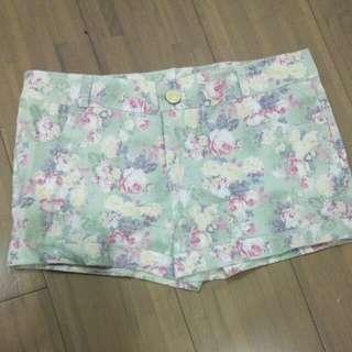 綠色花花短褲