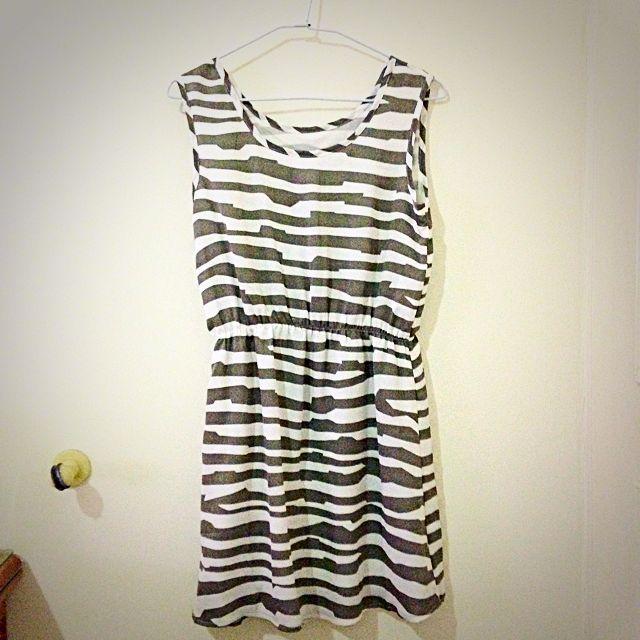 🔺[免運]灰色幾合條紋洋裝