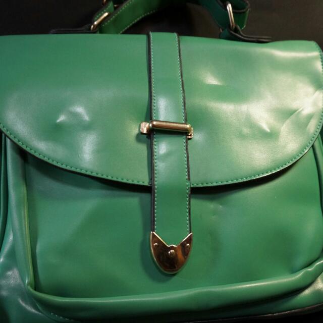 👉時尚漆皮綠側背包