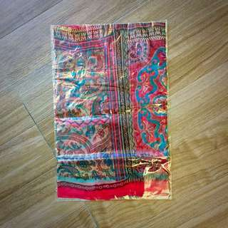 圖騰花樣絲質圍巾