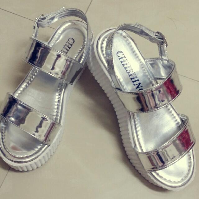 (保留)今夏流行銀厚底涼鞋✨