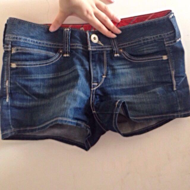 Levi's 短褲9.5成新未下水 W27/m (保留中)
