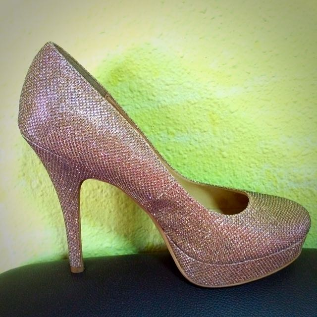04f67c9391 Newlook Gold Glitter Heel Shoes, Women's Fashion on Carousell