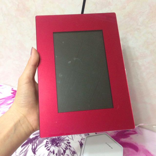 二手(SONY) DPF-D720 2G 7英寸  數位相框 紅