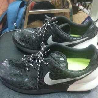 NLKE跑步鞋