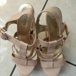 Ann's粗跟楔形專櫃粉膚高跟涼鞋 可換物