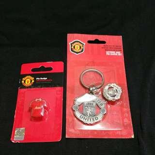 Manchester United Metal Keyring And Pin Badges Set