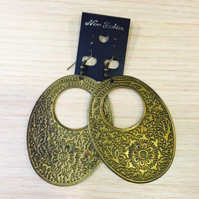 👑古銅色雕花鐵片耳環