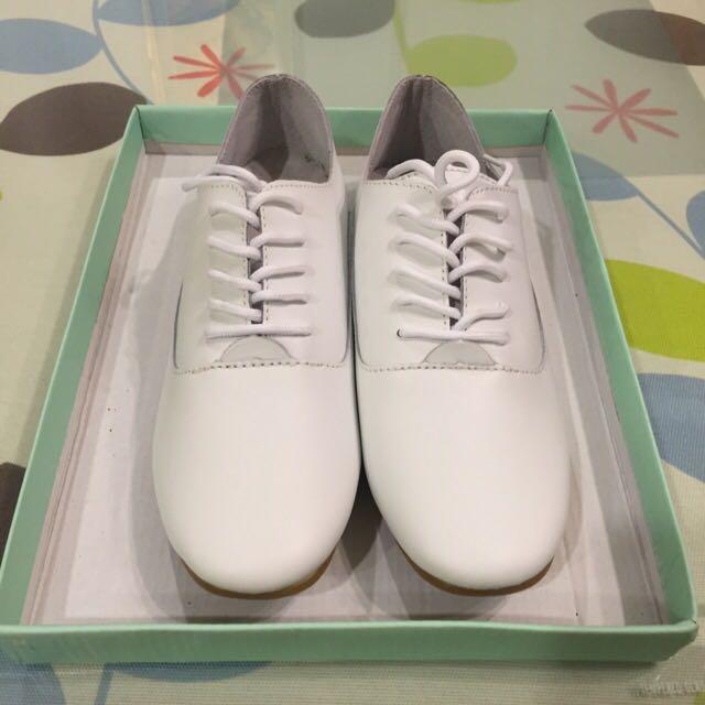 全新 真皮小白鞋 23.5號