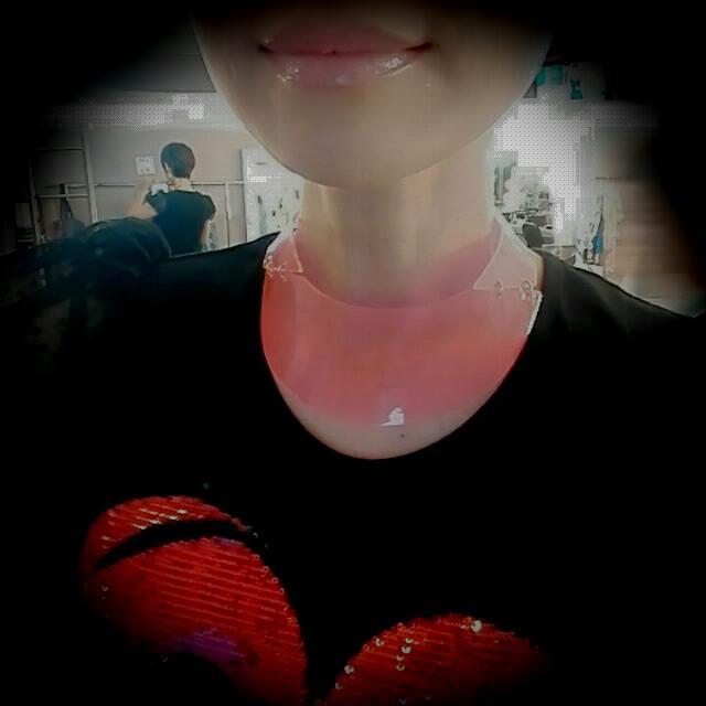 H&M 螢光粉頸圈項鍊