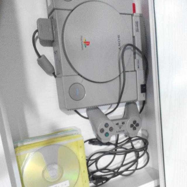 ps 主機+搖桿+數十片光碟(可看vcd)