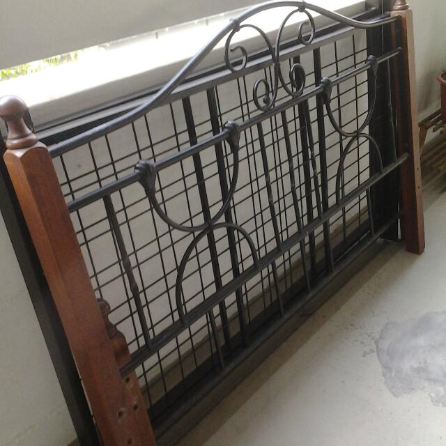 Solid Used Queen Beded without Mattress