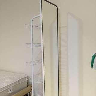 白色全身鏡含收納格(八成新,可收納很方便,不佔空間)
