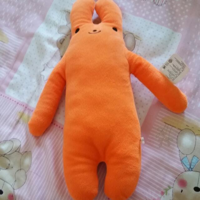 橘色兔子娃娃