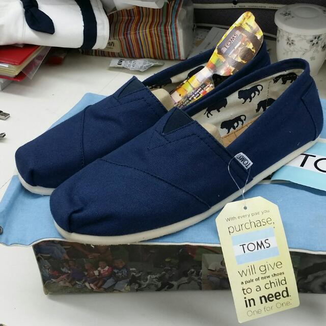 優惠中 900元 正品TOMS 男鞋 素面藍色