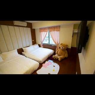 溫馨套房(獨立衛浴)4至6人 飯店式管理Hostel 近捷運公車站交通方便 可停車
