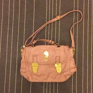 粉紅皮革包包
