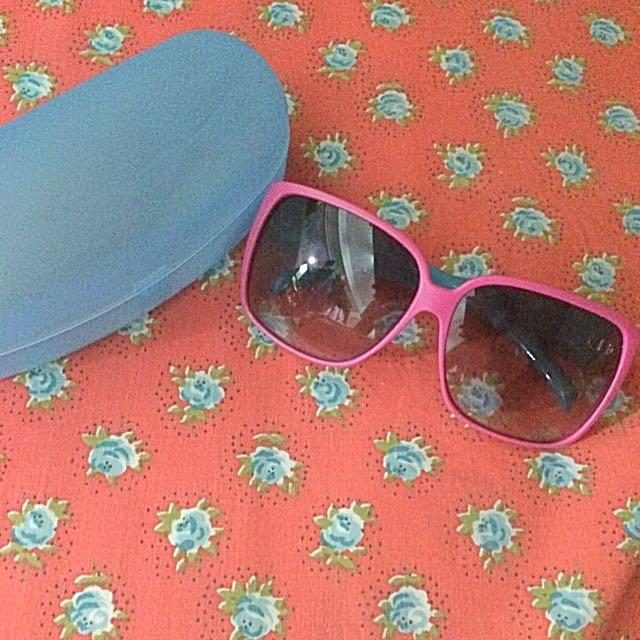 膠框墨鏡(附眼鏡盒)