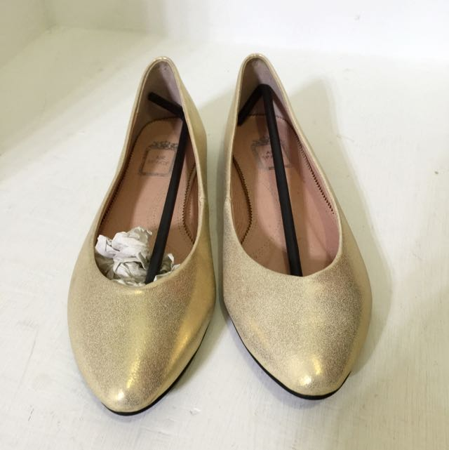 Air Space 金色尖頭平底鞋