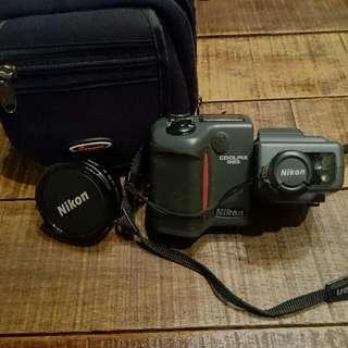 Retro Nikon Coolpix 995