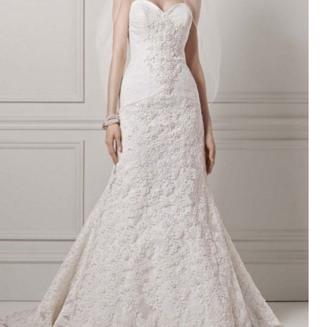 Oleg Cassini Beaded Lace Trumpet Gown, Women\'s Fashion on Carousell