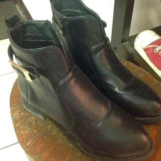 正韓短靴 購入價1000 9.5成新 開多少賣多少 不含運費(暫售)