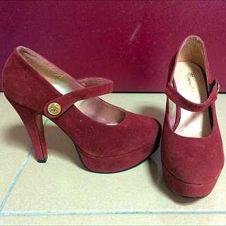 紅色絨質面圓頭紅底高跟鞋