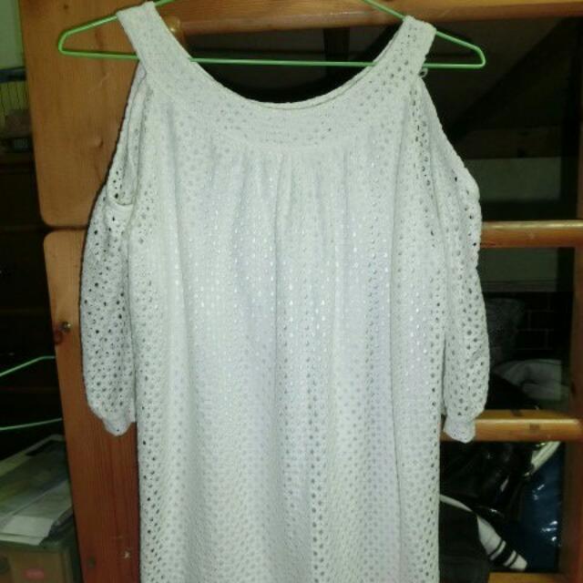洞洞露肩白色洋裝