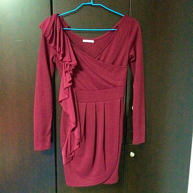 酒紅色長袖洋裝
