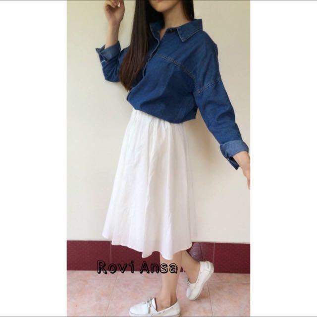 優雅及膝白裙