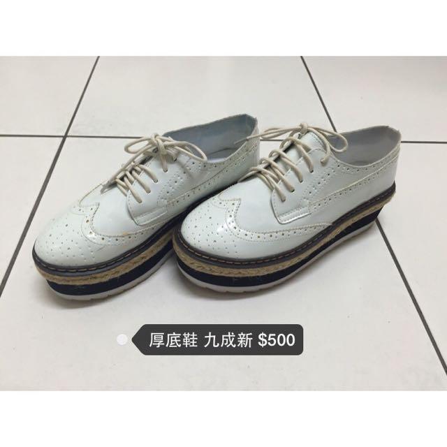 白色鬆糕鞋
