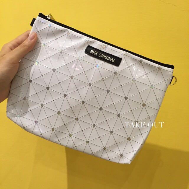 (無現貨)Bkk Original 泰國空運 正版 防潑水 白 銀線 正方形 幾何 肩背包 側背包