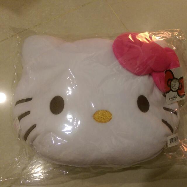 Hello Kitty 抱枕變頸枕