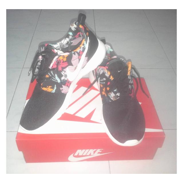 new product e121f 5d5c8 Womens Nike Roshe One Print Aloha (Size: UK6.5 US9 26cm Euro 40.5)