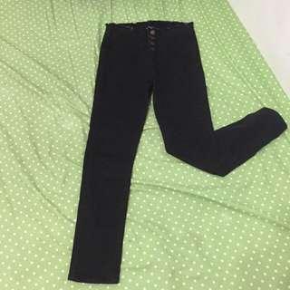 四釦黑長褲