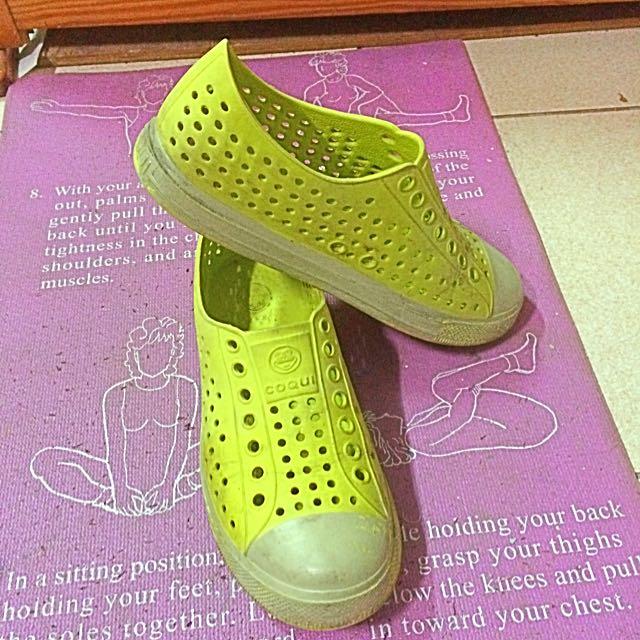 小黃洞洞鞋☀️