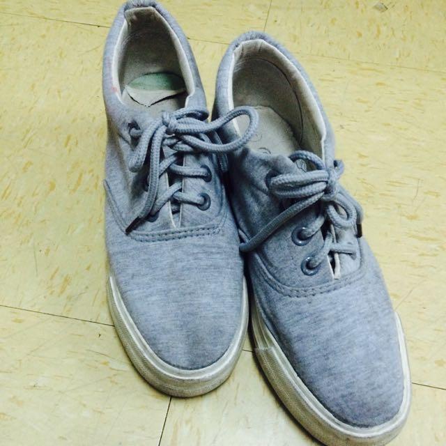 灰色厚底鞋