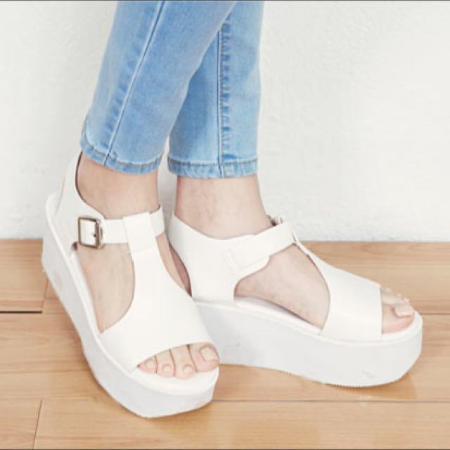 (轉)-那女孩-酷女孩的繫踝時髦厚底涼鞋 二手