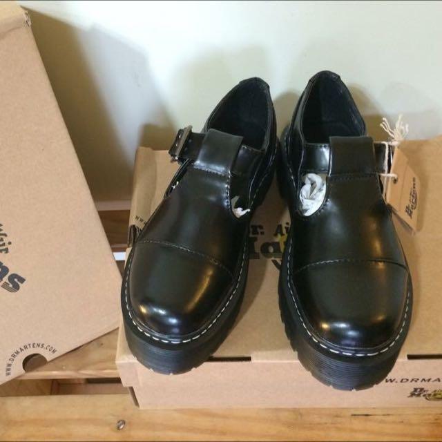 Dr.martens Bethan Buckled包頭鞋