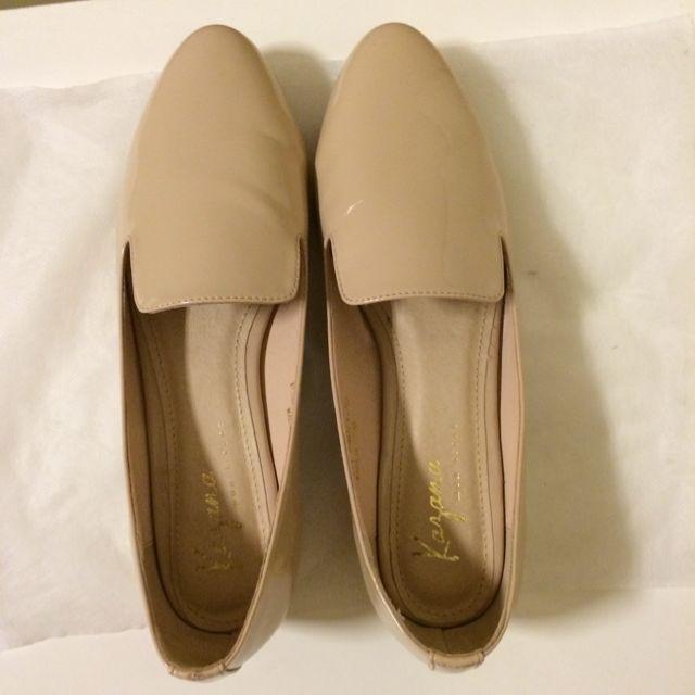 Kazana裸色樂福鞋。很顯白唷。只穿過一次。24號