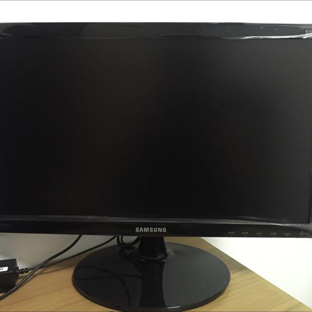 Samsung LED Monitor S19D300