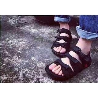三段式黑色魔鬼氈涼鞋