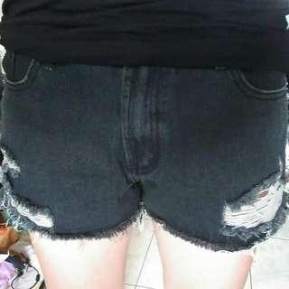 牛仔刷破短褲