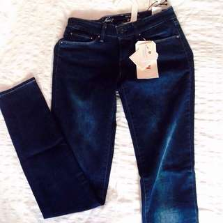 BNWT: Levi's Demi Curve Skinny Jeans