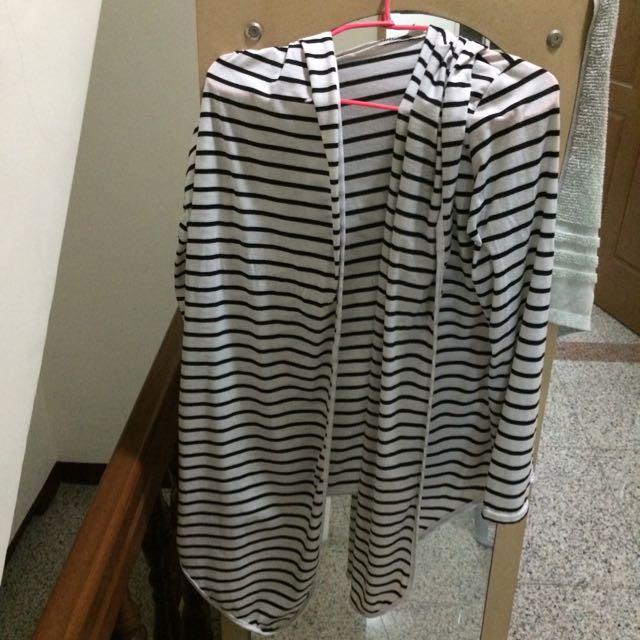 🍀(9.5新)設計感連帽黑白條紋棉外套