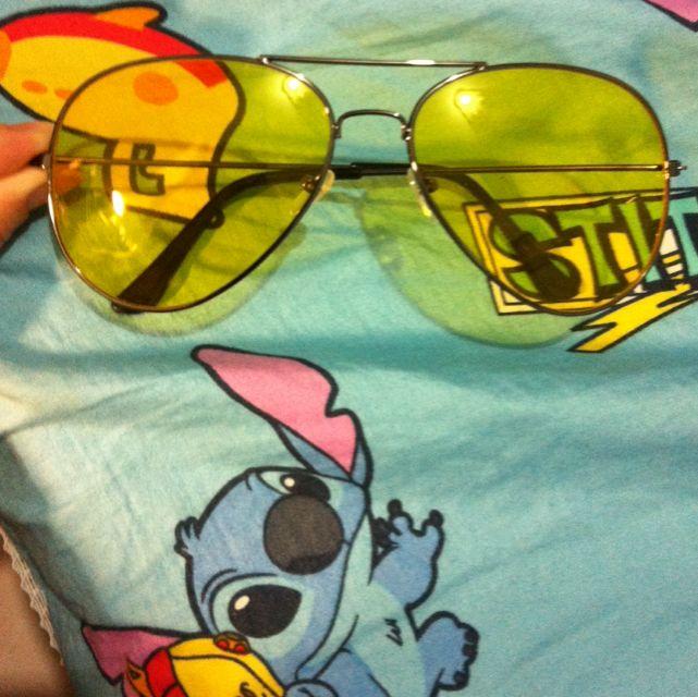 黃色太陽眼鏡