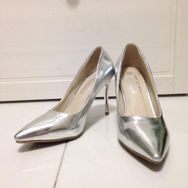 b691026ac44 Classy Silver Heels(Brand New)