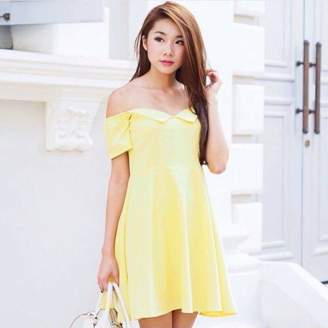85f53757909f Thedesigncloset Flag Drop Off Shoulder Dress In Yellow