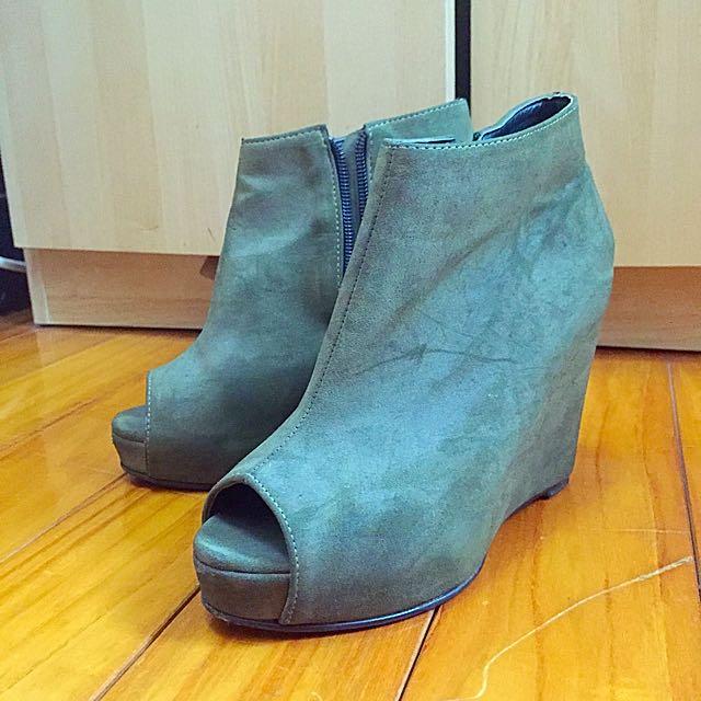 ✨出清隨便賣✨墨綠色高跟鞋