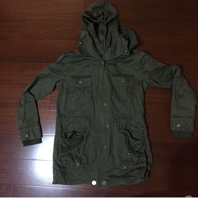 軍綠厚外套